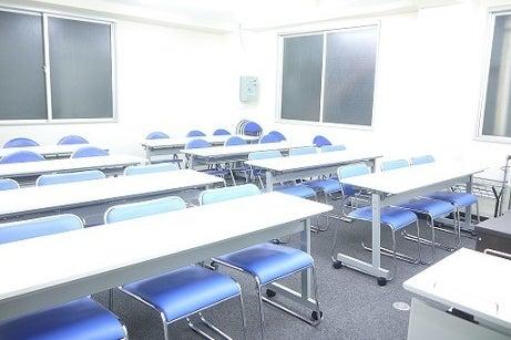 【水道橋駅徒歩2分】本格派会議室/最大30名まで着席可能/WiFi・プロジェクター無料<KoNA> の写真