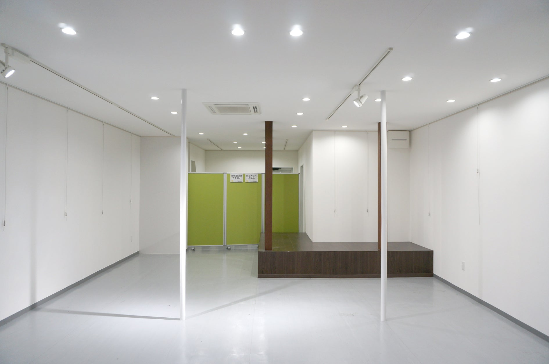 空き店舗を改装した多目的スペース!撮影スタジオ・ミニ出店・ママ会・会議利用などに!