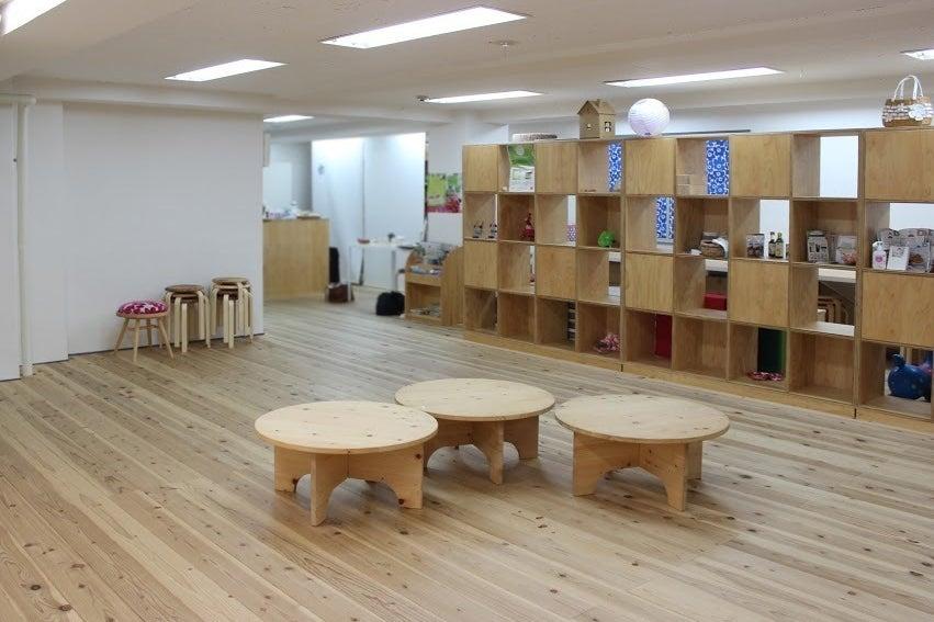 《日本橋室町》吉野杉の無垢床板が嬉しい!ヨガ・撮影会・ママ会などにおすすめ。プロジェクターヨガマット机貸し出し無料! の写真