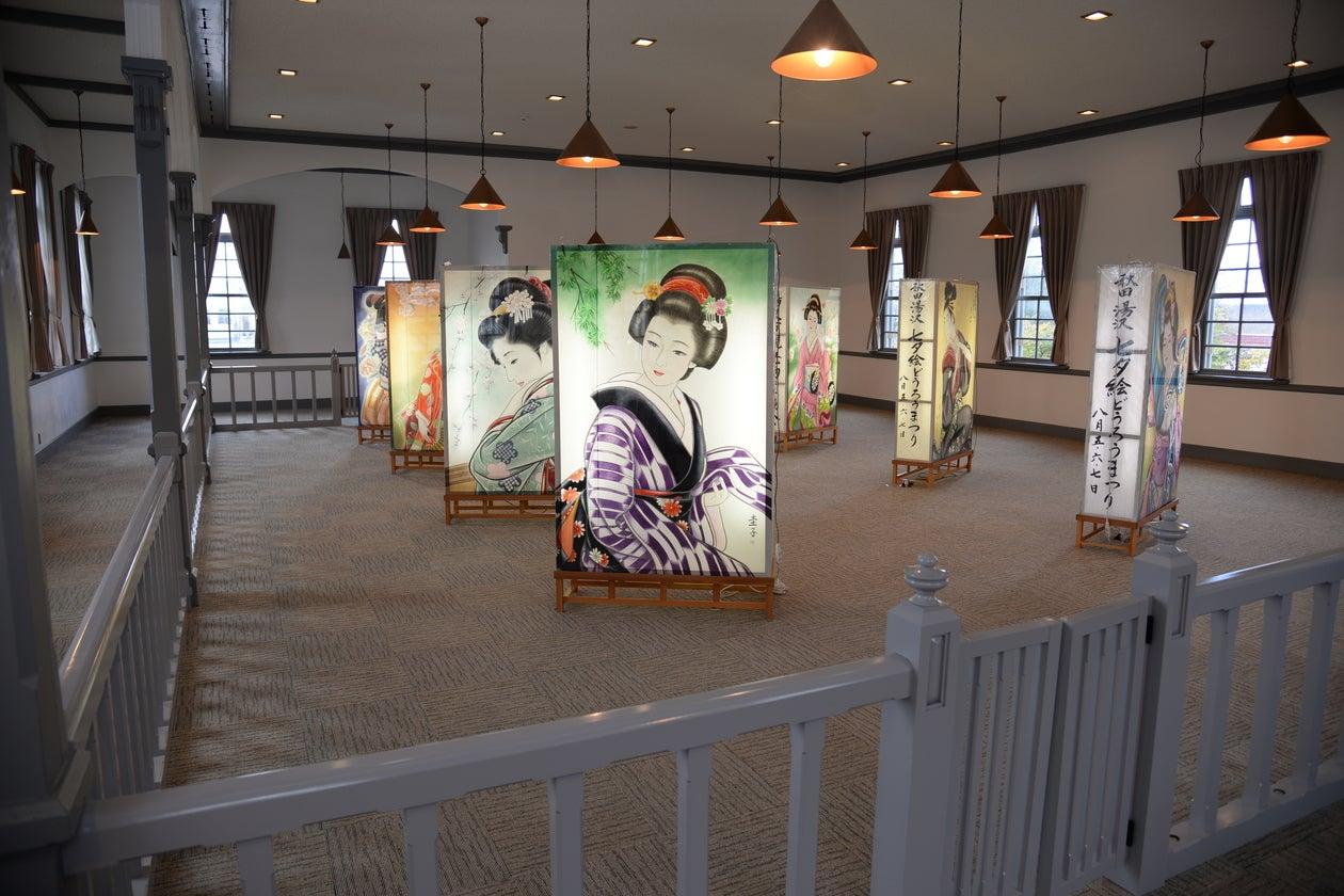 【秋田・湯沢】築125年目。柵に囲まれながら当時さながらの会議を開こう(秋田県指定文化財) の写真