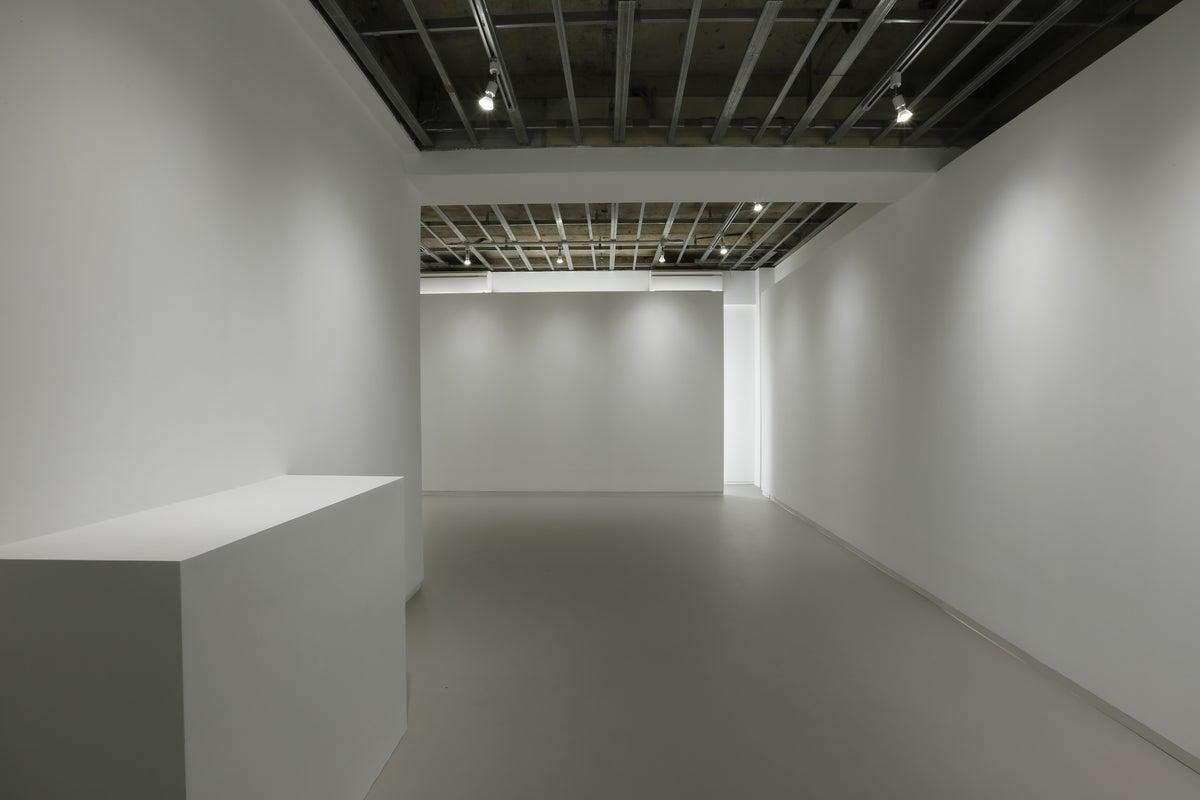 【表参道駅9分】展示会に適した白を基調とした美しいギャラリースペース の写真