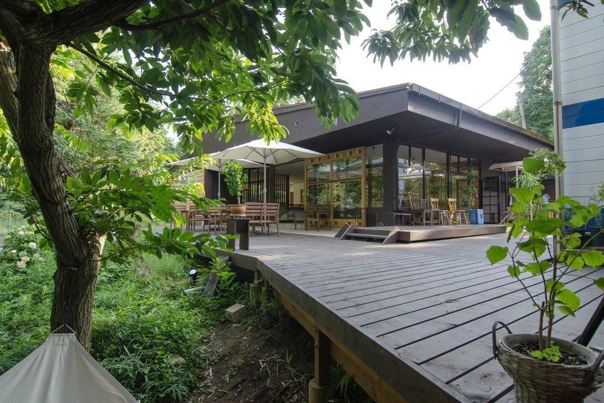 森の中の落ち着いたインドア、アウトドア併用のカフェスペース!パーティー・ライブイベント・BBQ・発表会などに! の写真