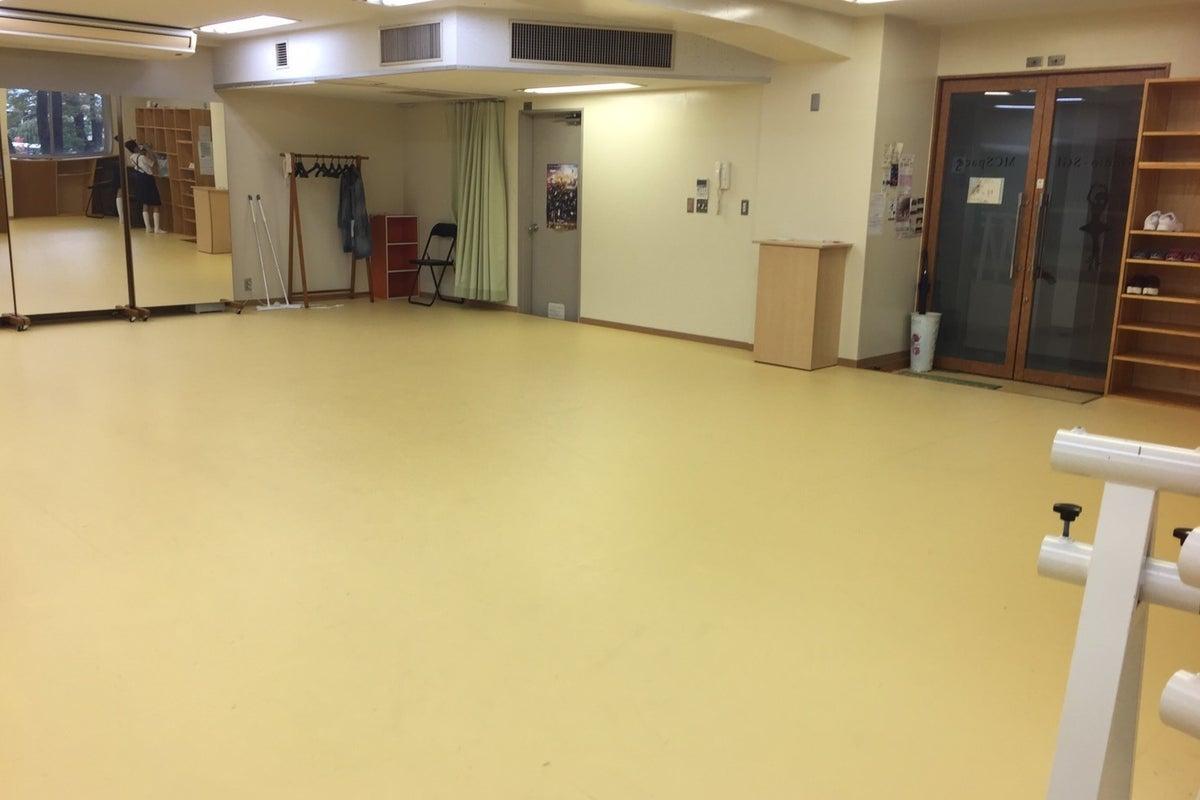 広々としたスペース!ダンスの練習や教室の開催、ネイル、ボディケア、催事場などに! の写真