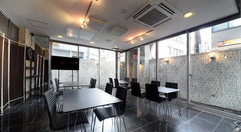<EXsaisonSUGAMO>【巣鴨駅徒歩2分】WIFI/大型TVモニター無料!16名収容。撮影、控え室、荷物置きスペースに。