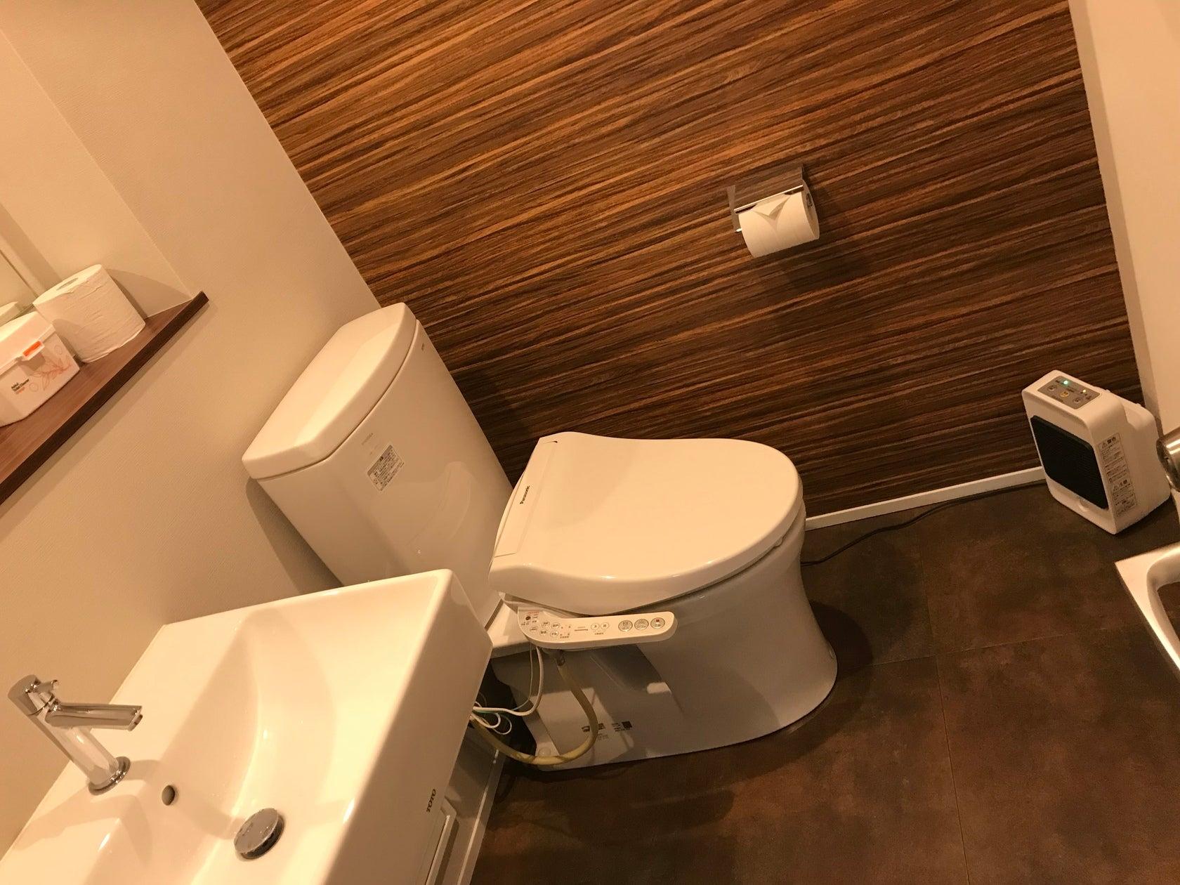 トイレはスペース外にあります。 三軒茶屋saloon専用になります。