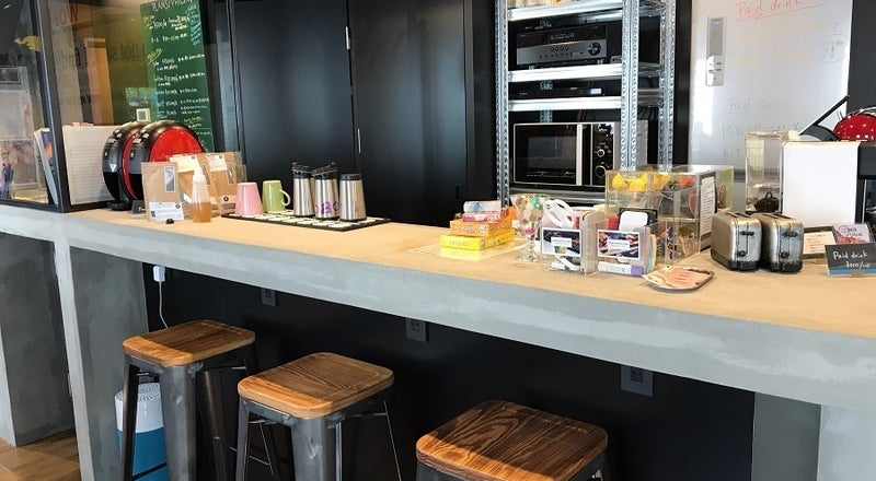 【4人用レンタルキッチン】(4名様まで)モルタル造りのカウンター付キッチンで素敵な教室を!ワークショップにもぴったり。