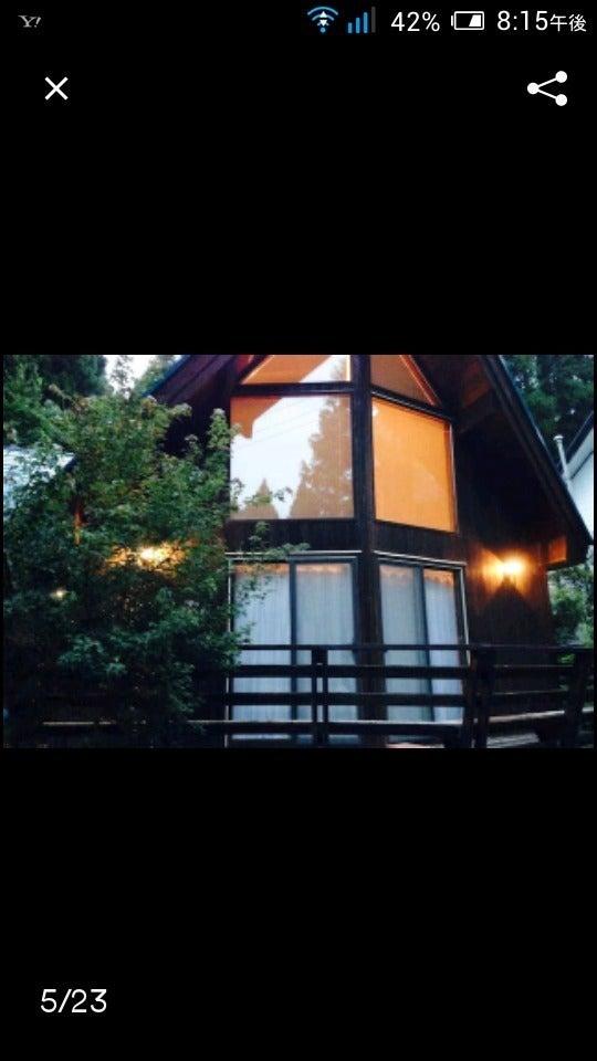 夜の別荘の外観です