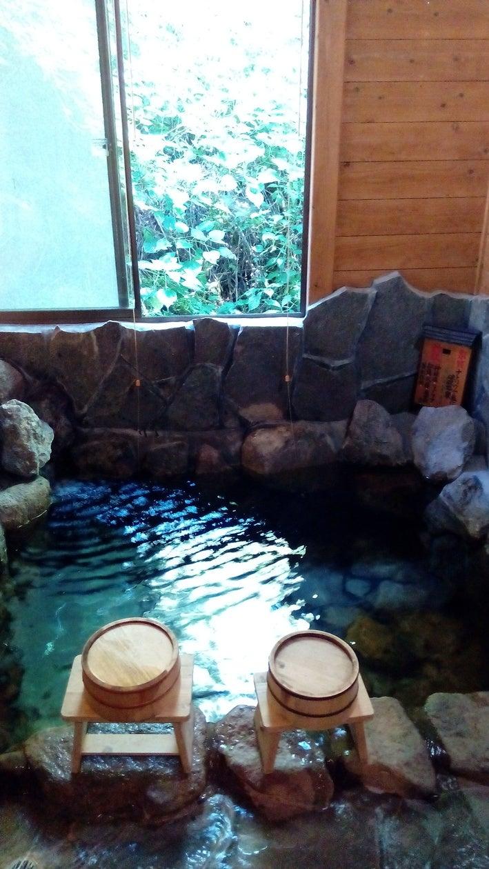 岩風呂天然温泉です
