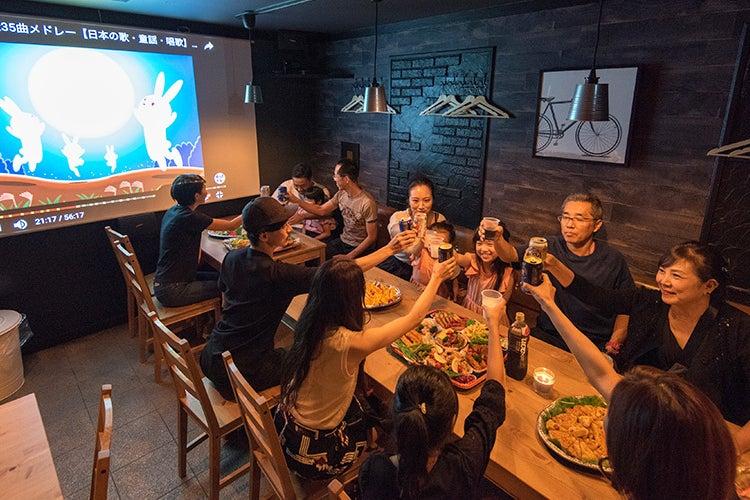 🌟オムニバ金山尾頭橋1F【名古屋】🌟🎥100インチプロジェクターで鑑賞会・カフェスペース!セミナー・🎁パーティー・🍺歓送迎会 の写真