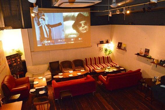 地下の隠れ家のようなカフェバー!貸切パーティ・音楽イベント・二次会・展示会など様々な用途に! の写真