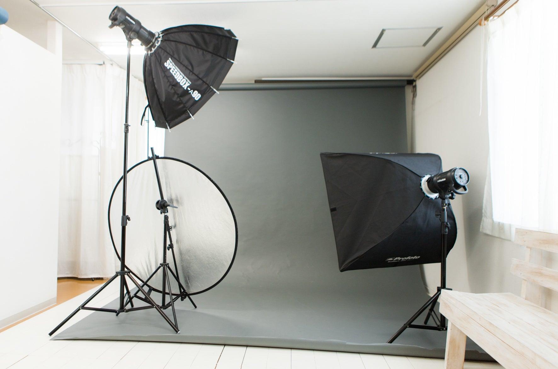 B<撮影設備の整ったフォトスタジオ>【地下鉄千代駅徒歩1分】撮影機材完備/メイク台/更衣室/完全個室/背景紙/博多区千代 の写真