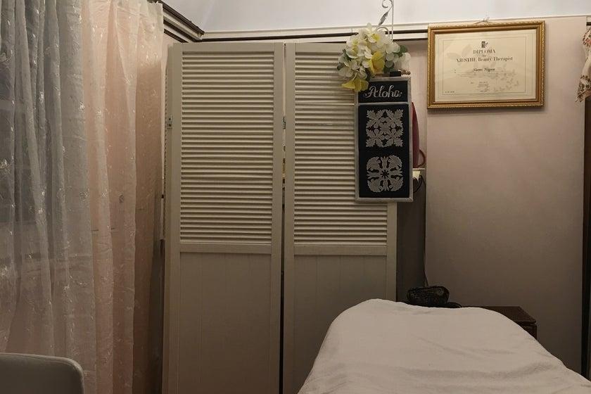 閑静な住宅地にある、かわいいピンクハウスの隠れ家サロン。(レンタルサロン。サロンなどに。よもぎ蒸し座器あり。2~3人での省スペース利用などに。) の写真0