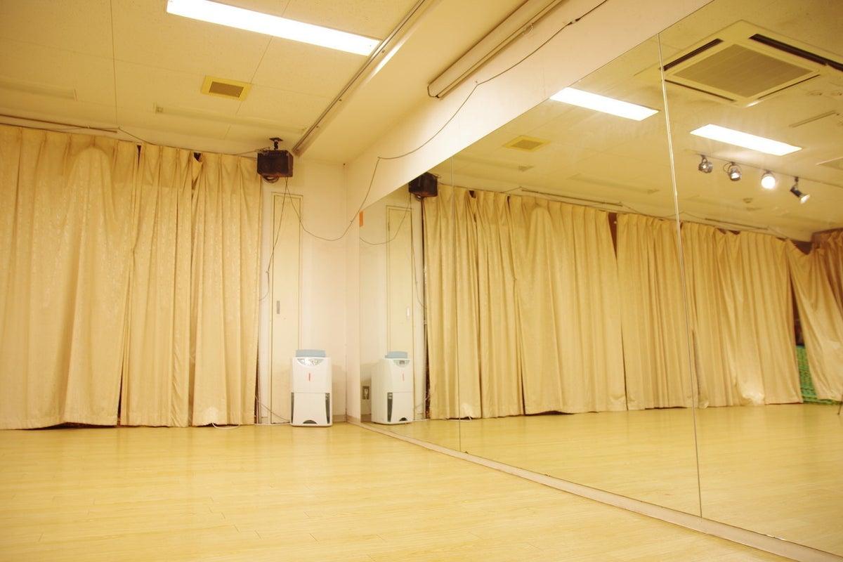 【吉祥寺駅徒歩5分】スポットライト完備の多目的スペース。40名までのダンスやヨガ、瞑想、ワークショップ、パーティ等に の写真