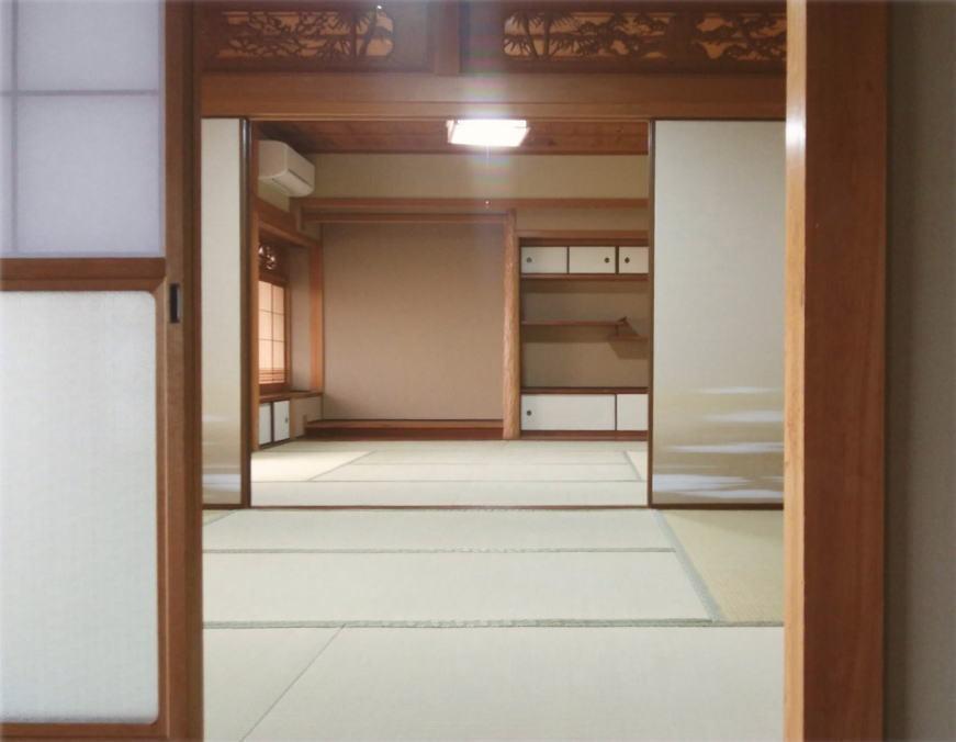 廊下越しに庭を眺める ゆとりの和室 の写真