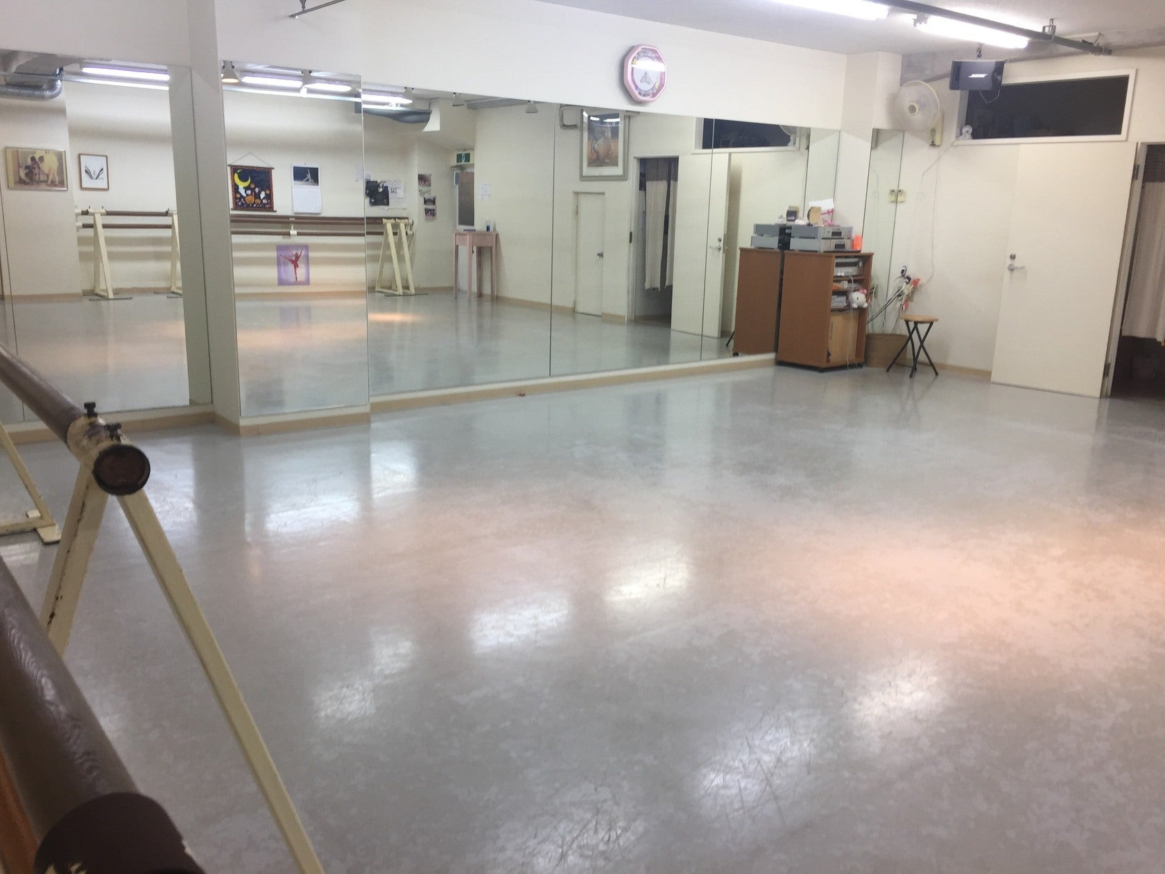 鏡付きリノリウム 西荻窪駅前(広々としたスペース!ダンスの練習や教室の開催、ネイル、ボディケア、催事場などに!) の写真0