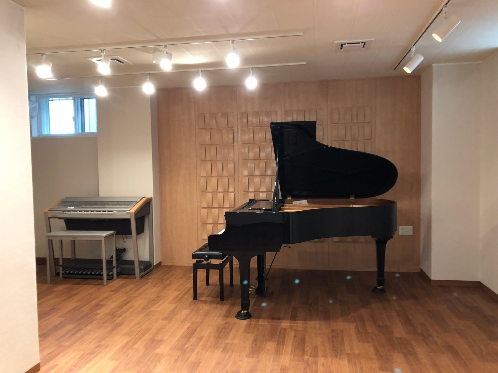 福岡市中央区の音楽スタジオ!グランドピアノ・エレクトーン設置!楽器や歌の練習・ミニコンサート・ダンス・セミナーに!(福岡市中央区の音楽スタジオ!グランドピアノ設置!楽器の練習・ミニコンサート・ダンス・セミナーに!) の写真0