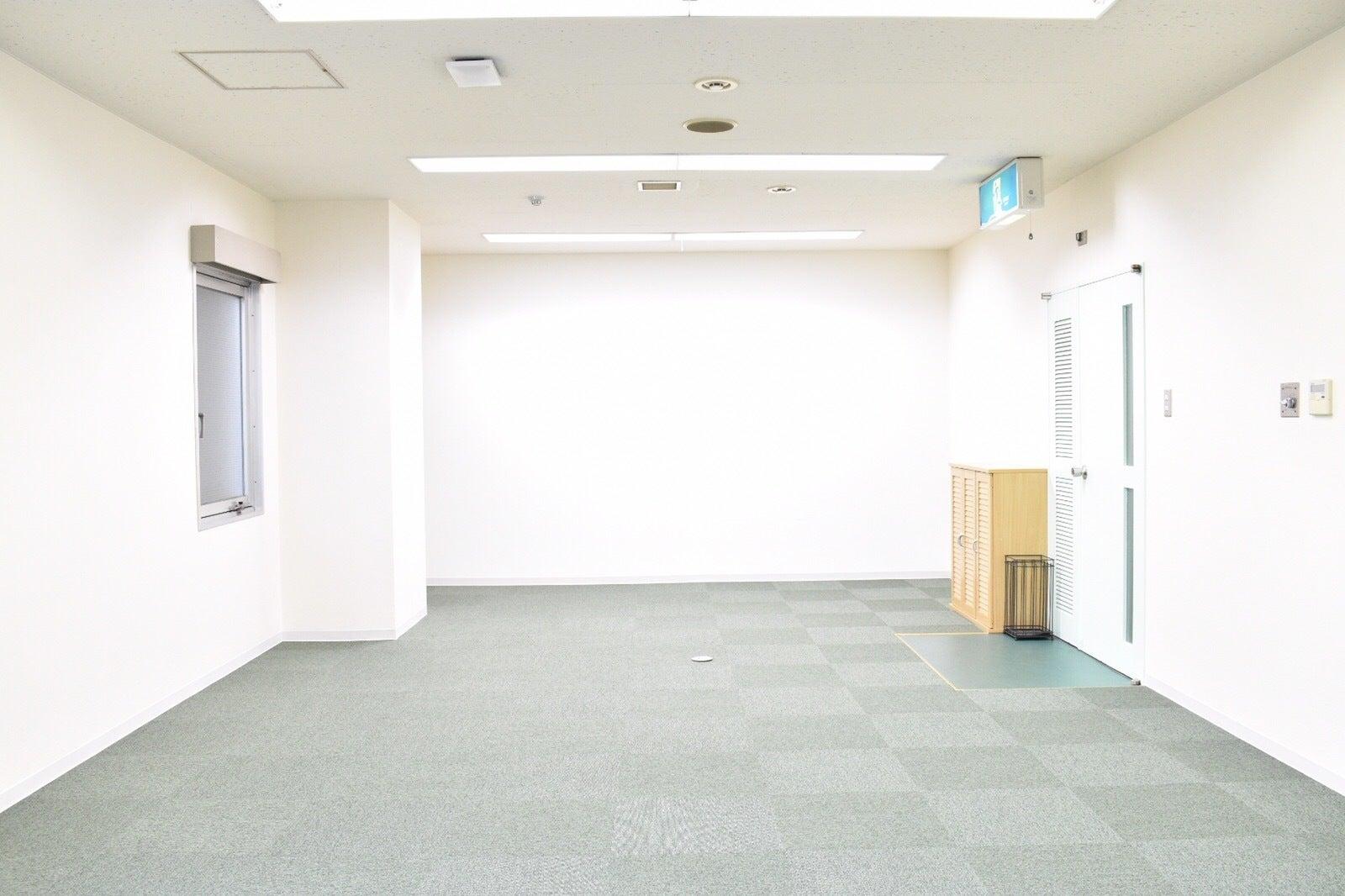 【高崎駅東口徒歩3分】会議・商談・セミナーにおすすめのスペースRoom4B FreeWi-Fi、共有部フリードリンクあり。 の写真