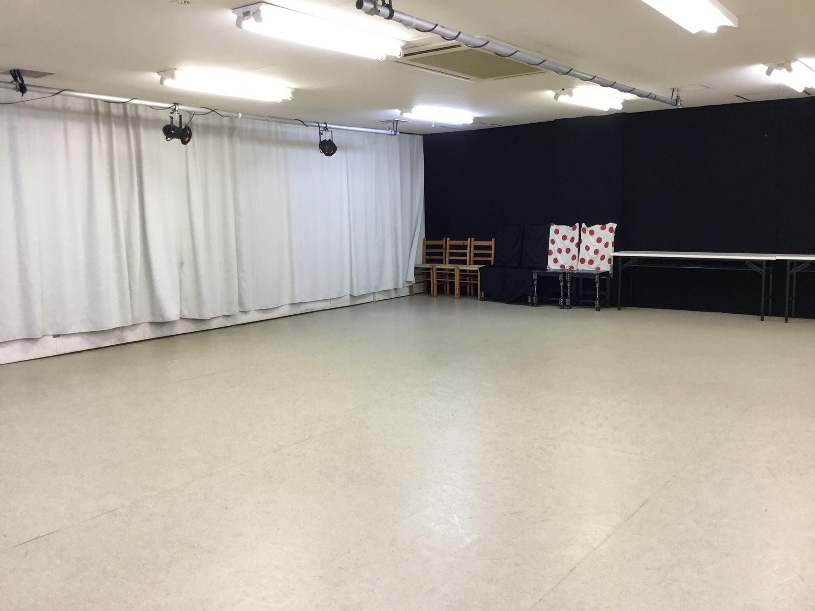 【新所沢駅前】鏡多数で劇場用・舞台稽古もできる広いダンススタジオ!(【新所沢駅前】鏡多数で劇場用・舞台稽古もできる広いダンススタジオ!) の写真0