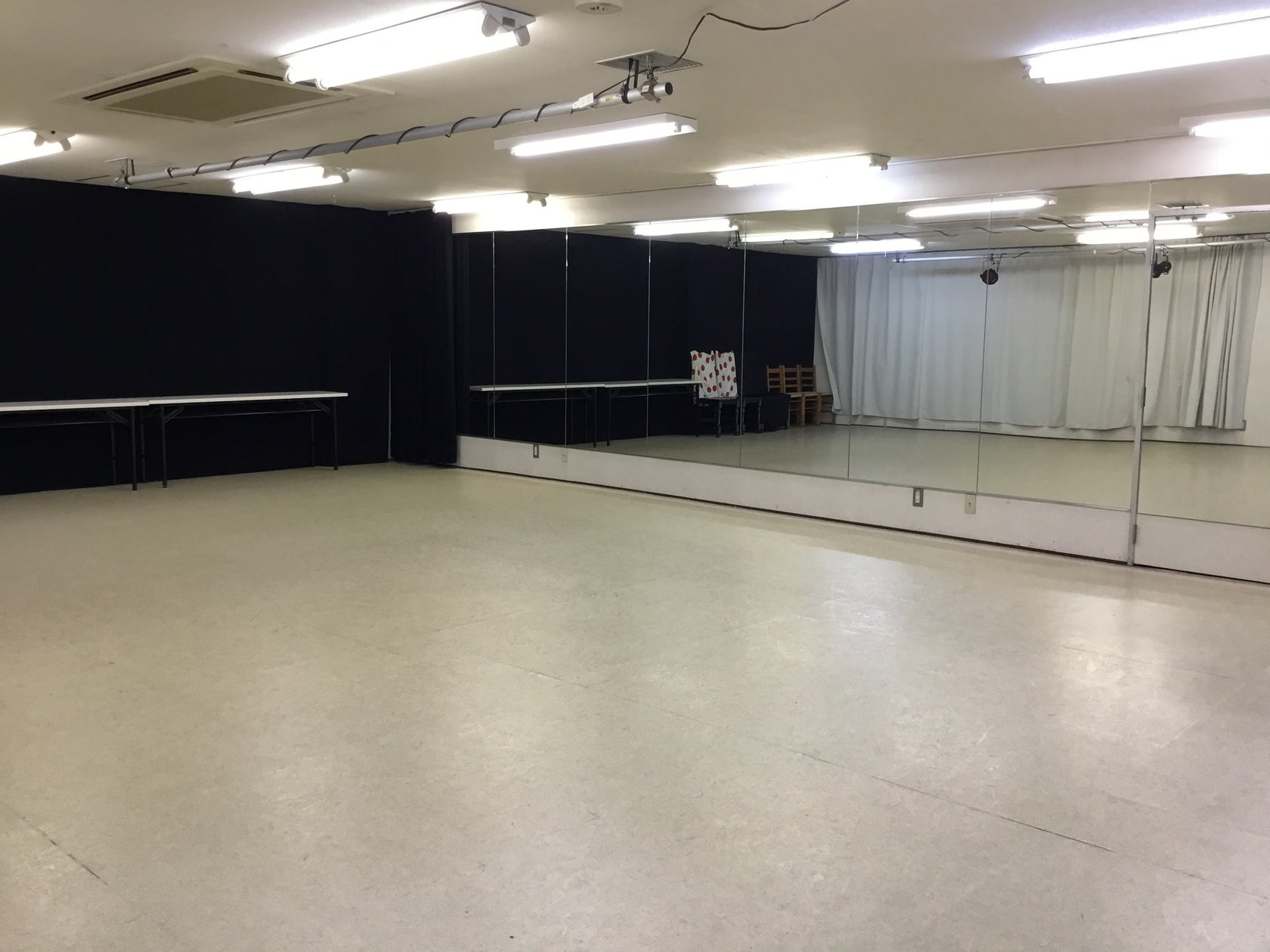 【新所沢駅前】鏡多数で劇場用・舞台稽古もできる広いダンススタジオ! の写真