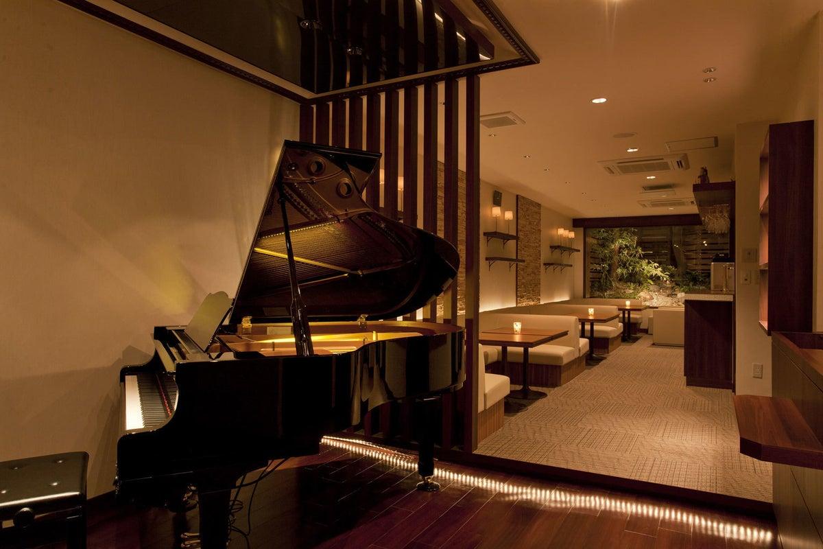 《東大赤門前》ピアノと庭園があるカフェダイニング(20-70名) の写真