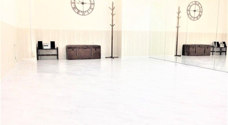 【横浜関内】大型鏡完備!明るく清潔感がある駅チカのダンススタジオ!!撮影も可!Wifi・大型モニター完備【ホワイトスタジオ】