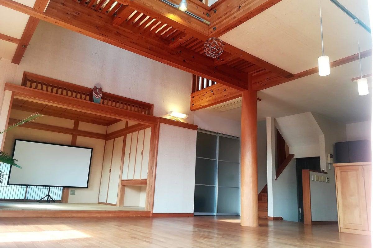 LDK25畳+和室4.5畳+ウッドデッキ付き!プロジェクター・撮影セット・ヨガスタジオ・料理教室 の写真
