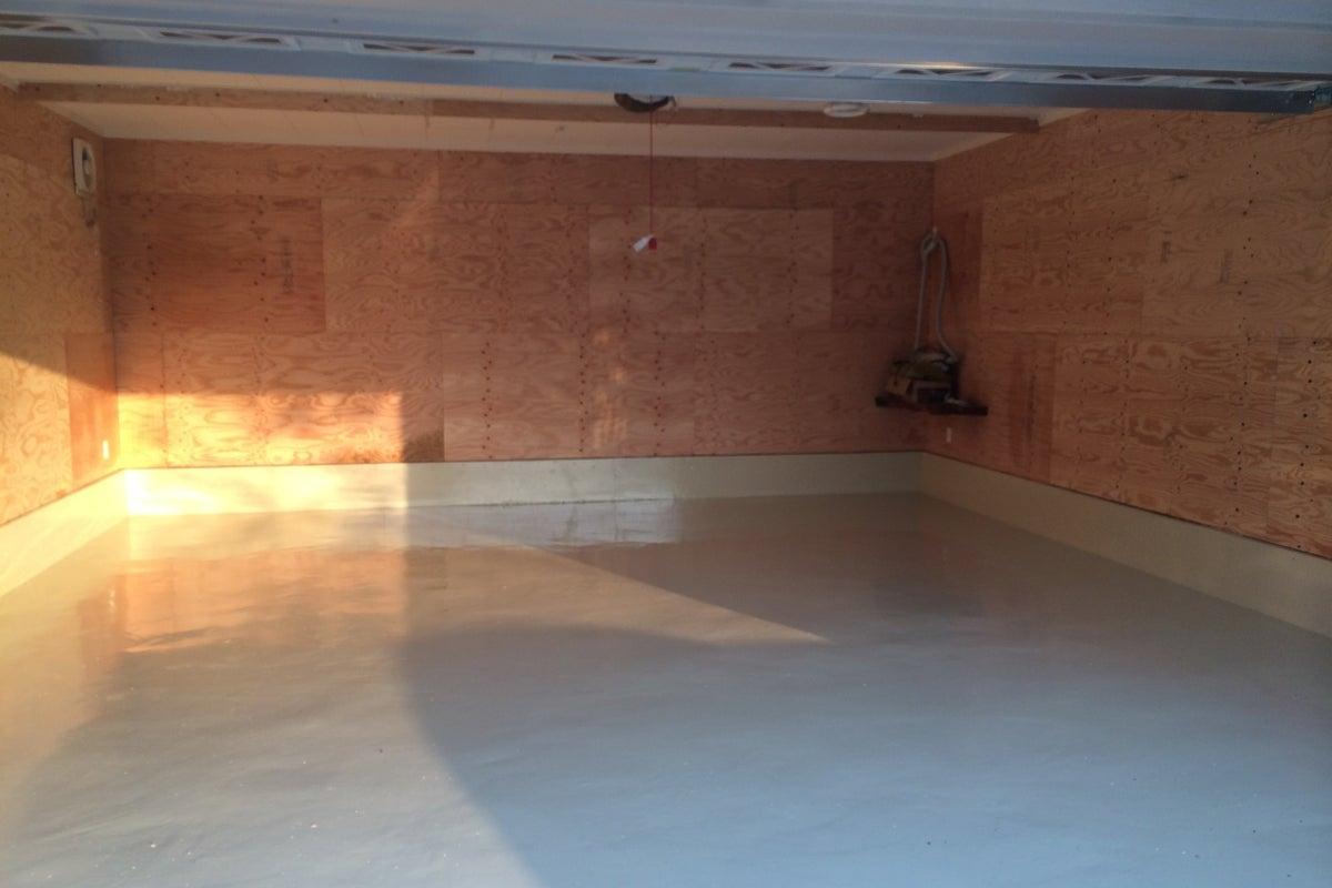 コンビニ近く。正方形の隠れ家的なホール。ダンスの練習や,音楽の演奏,皆で集まってゲーム等使い方色々。 の写真