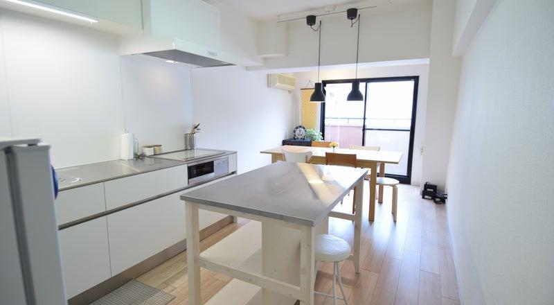 白を基調としたキッチンスタジオ誕生!アットホームな料理教室・女子会・サロンなどに♪
