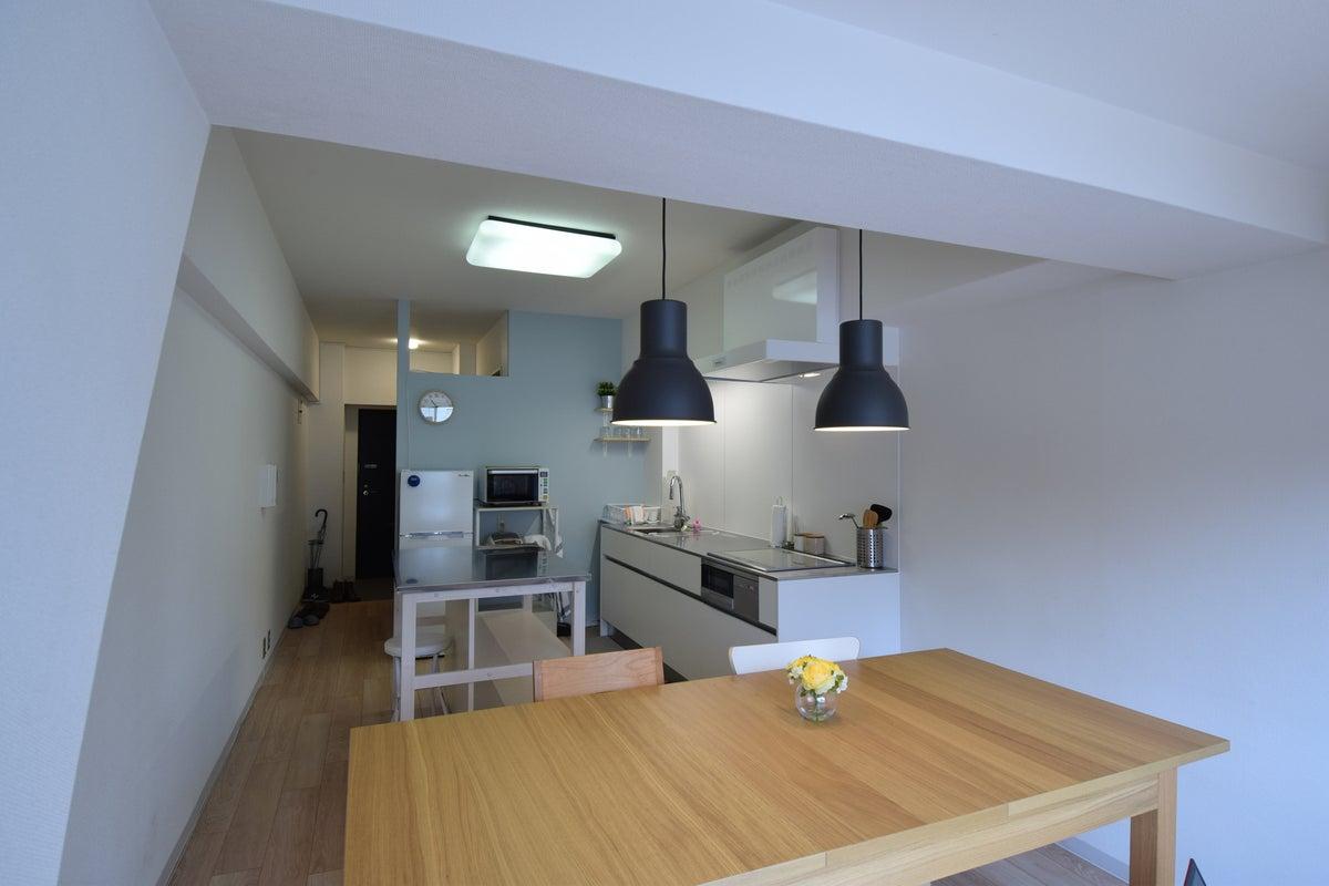 白を基調としたキッチンスタジオ誕生!アットホームな料理教室・女子会・サロンなどに♪ の写真