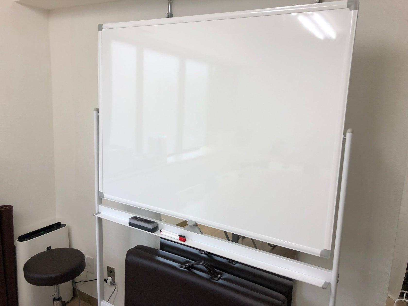 【横浜西口A】少人数の打ち合わせや一人作業に最適な横浜駅みなみ西口徒歩6分の完全個室型レンタル会議室 の写真