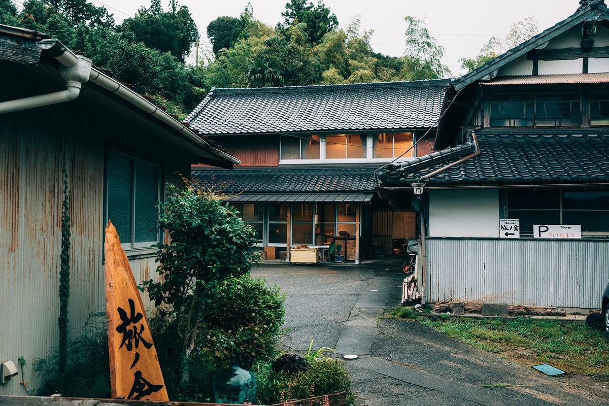 世界農業遺産 茶草場農法の茶畑広がる日坂宿に佇む築67年の古民家で田舎暮らし体験 の写真