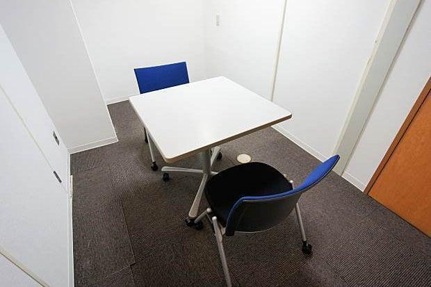 名古屋会議室 東新町店 432号室【面接や打ち合わせなどの2名利用におすすめ、リーズナブルな小会議室】 の写真