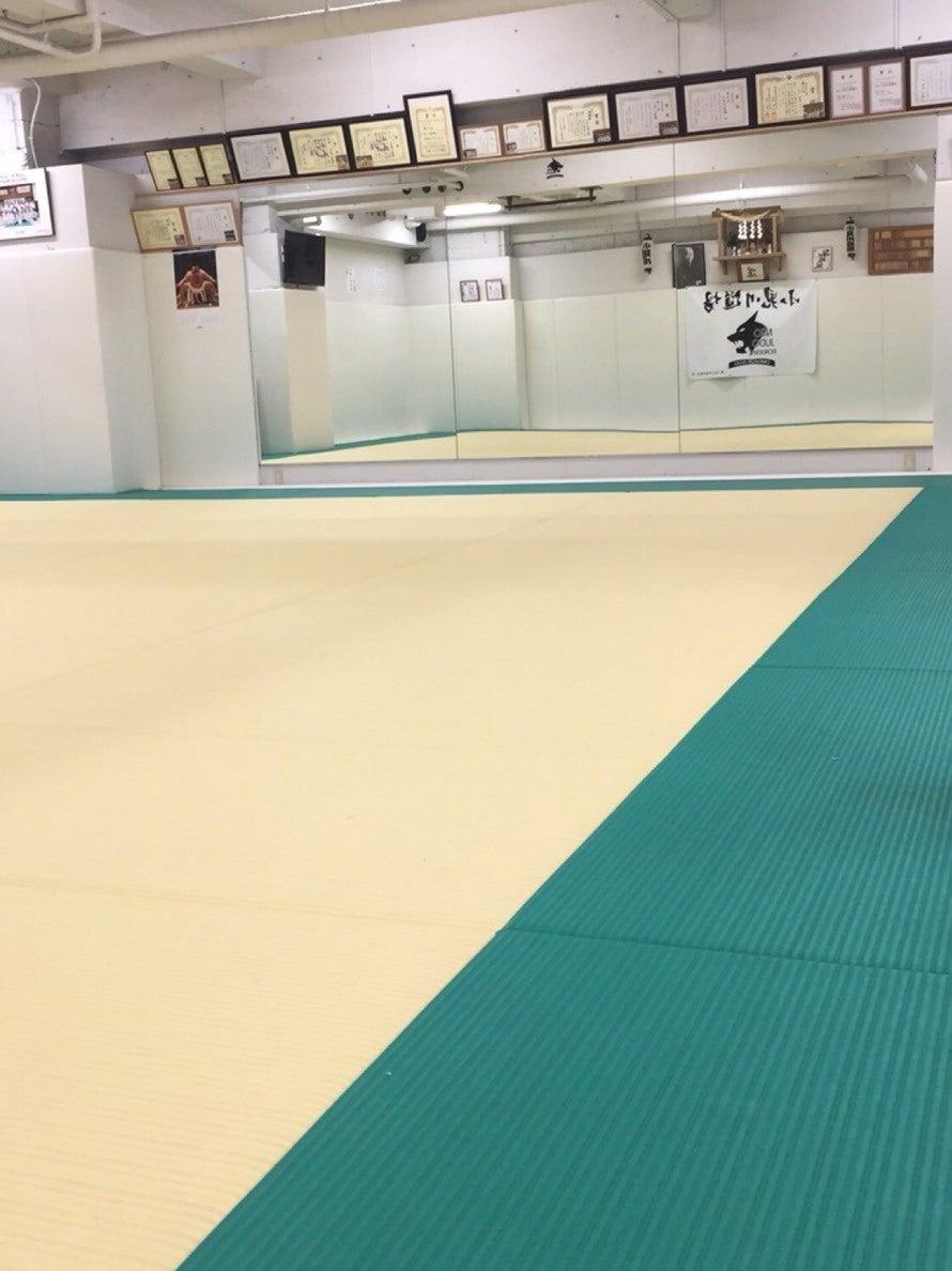 柔道場なので床は安全な畳!子供の習い事・ヨガ・ダンス・体操教室など幅広い分野でご利用いただけます。 の写真