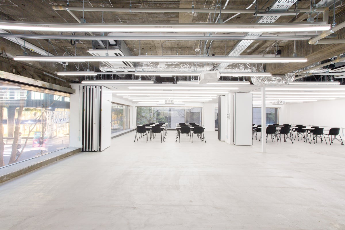 【丸の内vacans Space1】2018/12オープン!250名まで収容可能!ガラス張りの開放感・高級感のあるスペースです! の写真