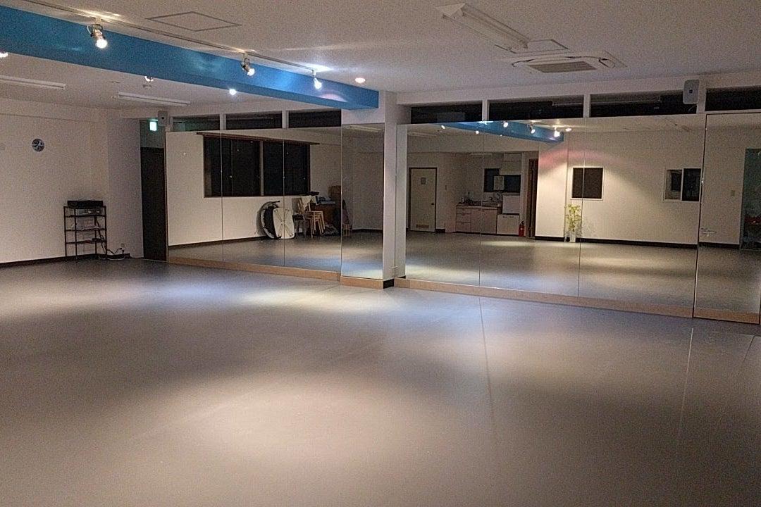 ダンス用リノリウム床、鏡、バレエバーあり。東所沢駅徒歩2分! タントタンツダンススタジオ  の写真