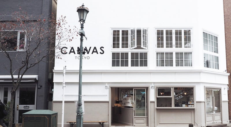 【 広尾 】ファッション誌等の撮影スポット、街の角地に佇む白の外観が印象的な複合型ショップ「CANVAS TOKYO」