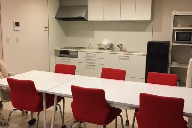 キッチン付きリビングダイニング!ワークショップ、ママ会、会議利用などに! の写真
