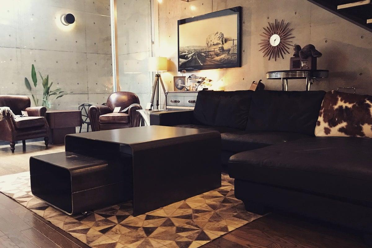 【中目黒・祐天寺】家具屋をスタジオに!ここでは人も芸術品。圧巻の雰囲気のインテリアスペース の写真