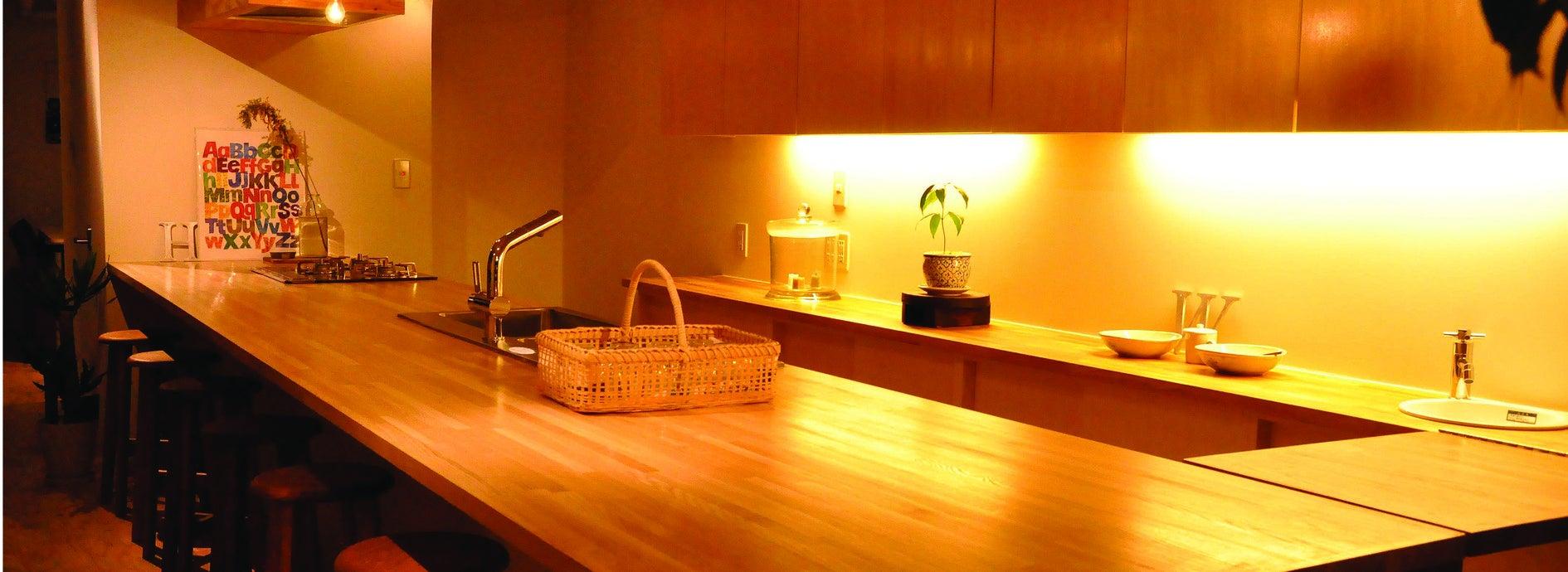 カウンターキッチン付きの小さなスペース!各種パーティーや料理教室、各種撮影や展示などに!