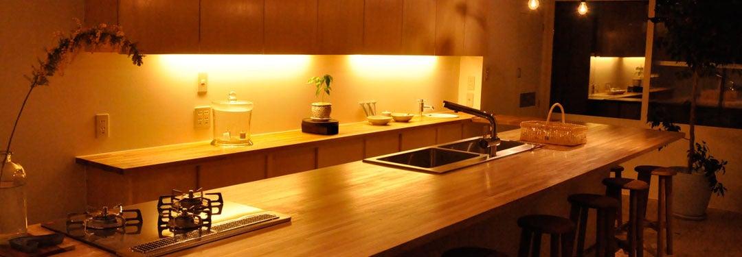 カウンターキッチン付きの小さなスペース!各種パーティーや料理教室、各種撮影や展示などに! の写真