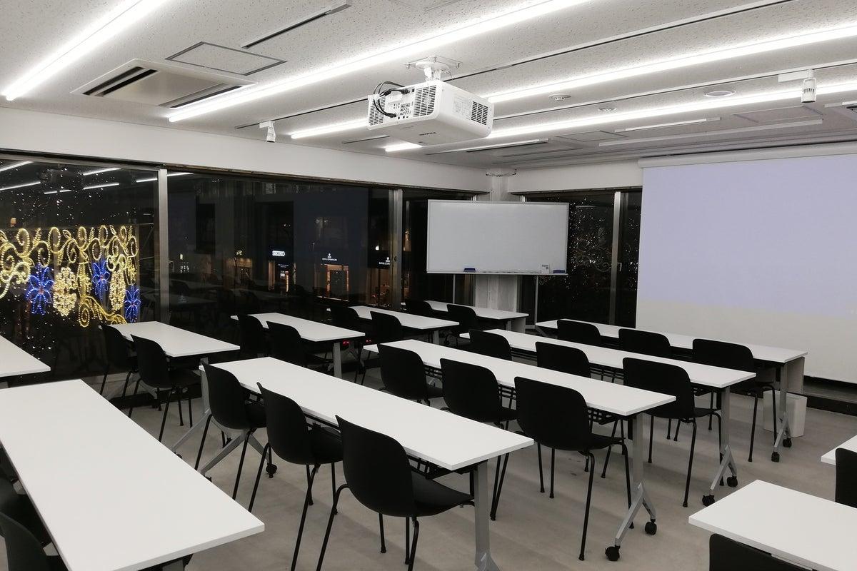 【丸の内vacans Space4】2018/12オープン!着席にて40名収容可能!高級感・開放感のあるスペースです! の写真