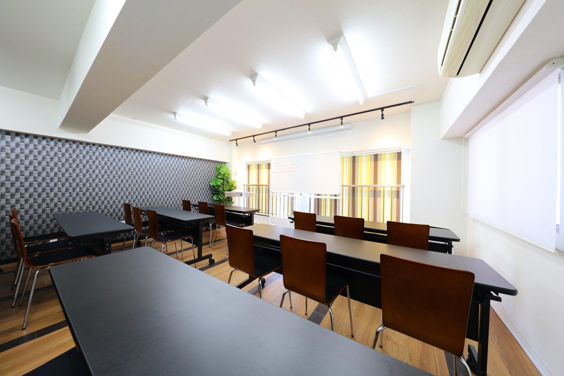 名古屋駅徒歩5分の好立地!通常24名、プラス椅子4つ最大28名収容可能☆コンビニ、居酒屋共に徒歩30秒 の写真