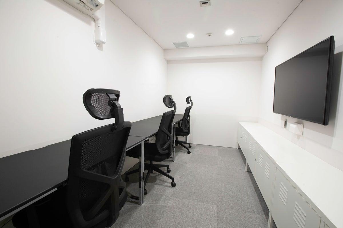 【COFFICE門前仲町】駅徒歩1分。レンタルオフィスに最適空間!バーチャル登記も可能。数名のスタートアップ企業向け仕事スペース の写真