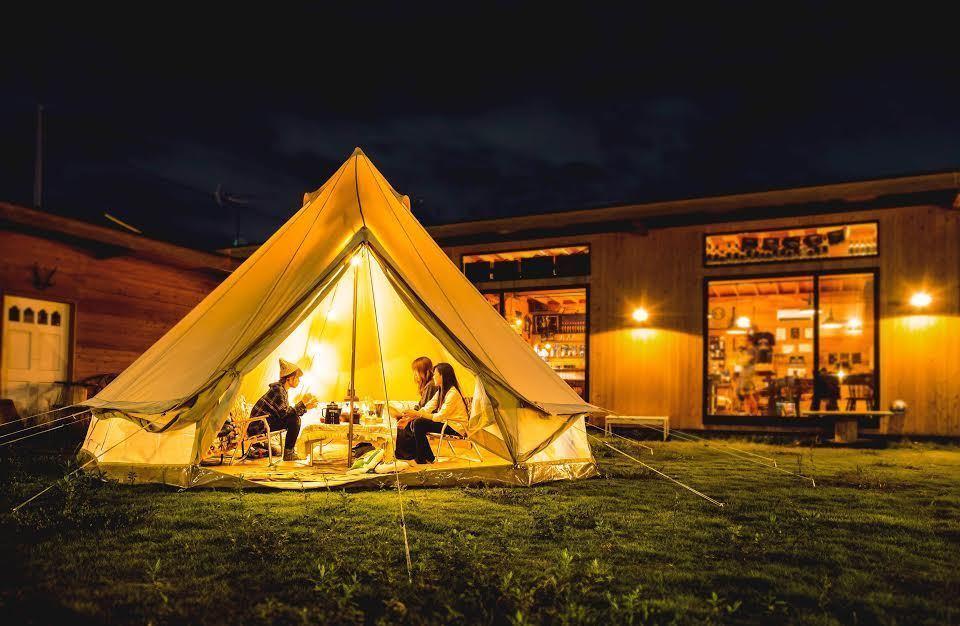 木造の非日常空間(64㎡)と塀で囲まれた広い芝生の中庭(約500㎡)の2スペース!こんな場所他にない!(urban outdoor kitchen『BAR-KIN』アウトドア感満載の非現実空間!) の写真0