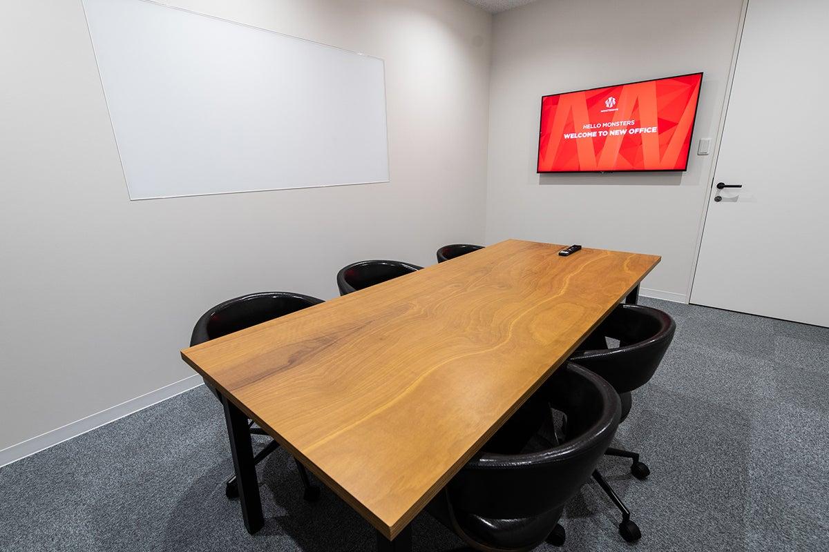 【六本木・乃木坂】ミーティング用会議室(16平米・6〜10名収容) の写真