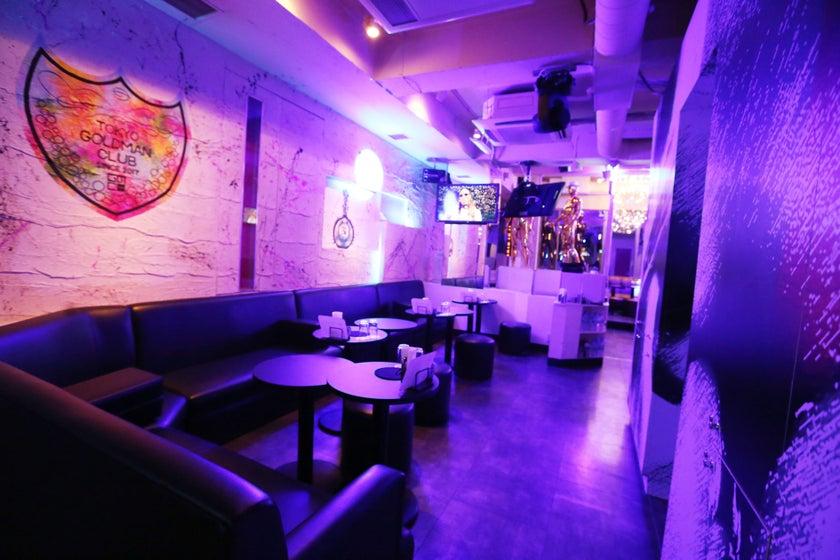 【新宿・歌舞伎町】クラブのような内装、お店の入口がゴージャス!写真撮影/動画撮影/コンビニあり/新宿駅5分(クラブのような内装のホストクラブお店の入口がゴージャス!) の写真0
