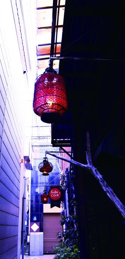 路地にある提灯。上海の骨董屋さんで買ってきました。