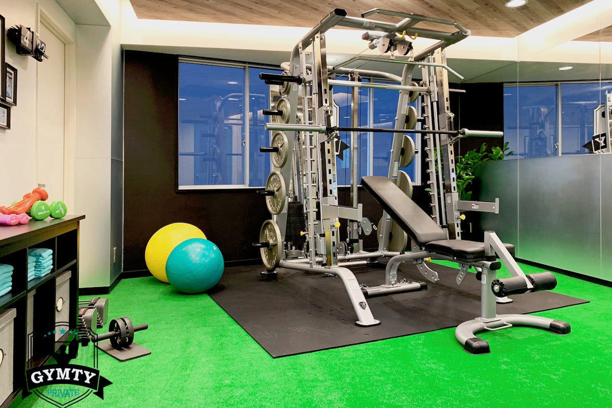 【西梅田駅徒歩3分】プライベートスポーツジムスペース GYMTY ジムティ トレーニングジム の写真