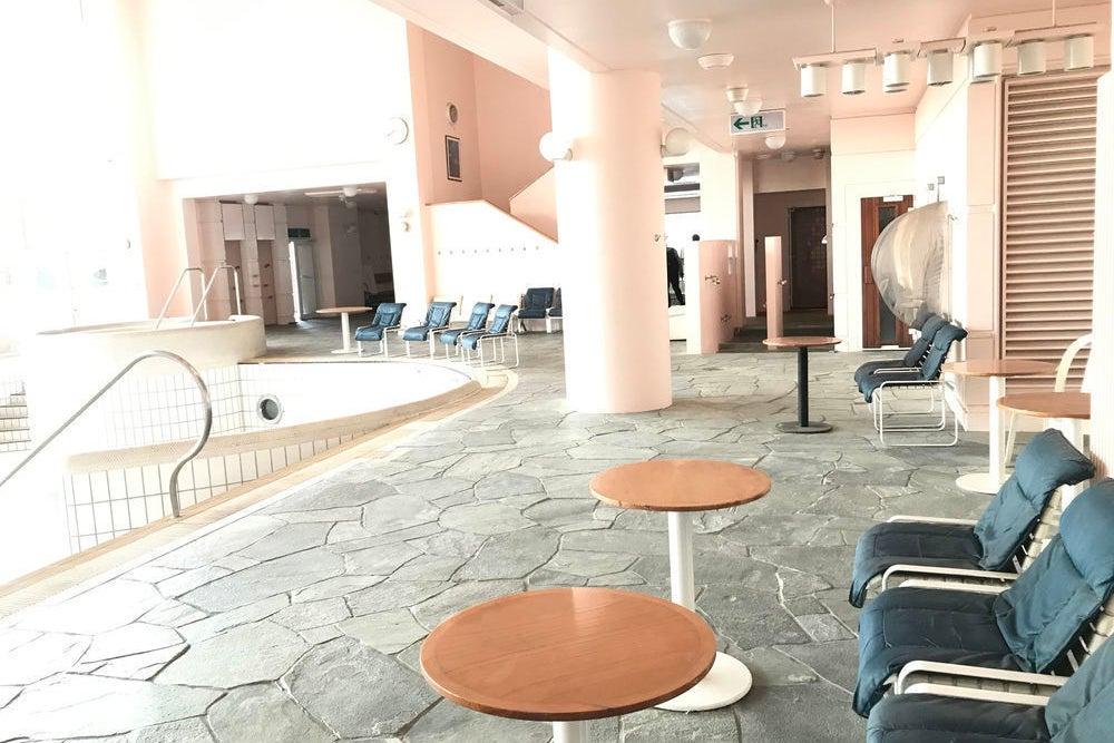 【横浜にある大型インドアスペース】リアクションインザプール/ロケ撮影・イベントに最適 の写真