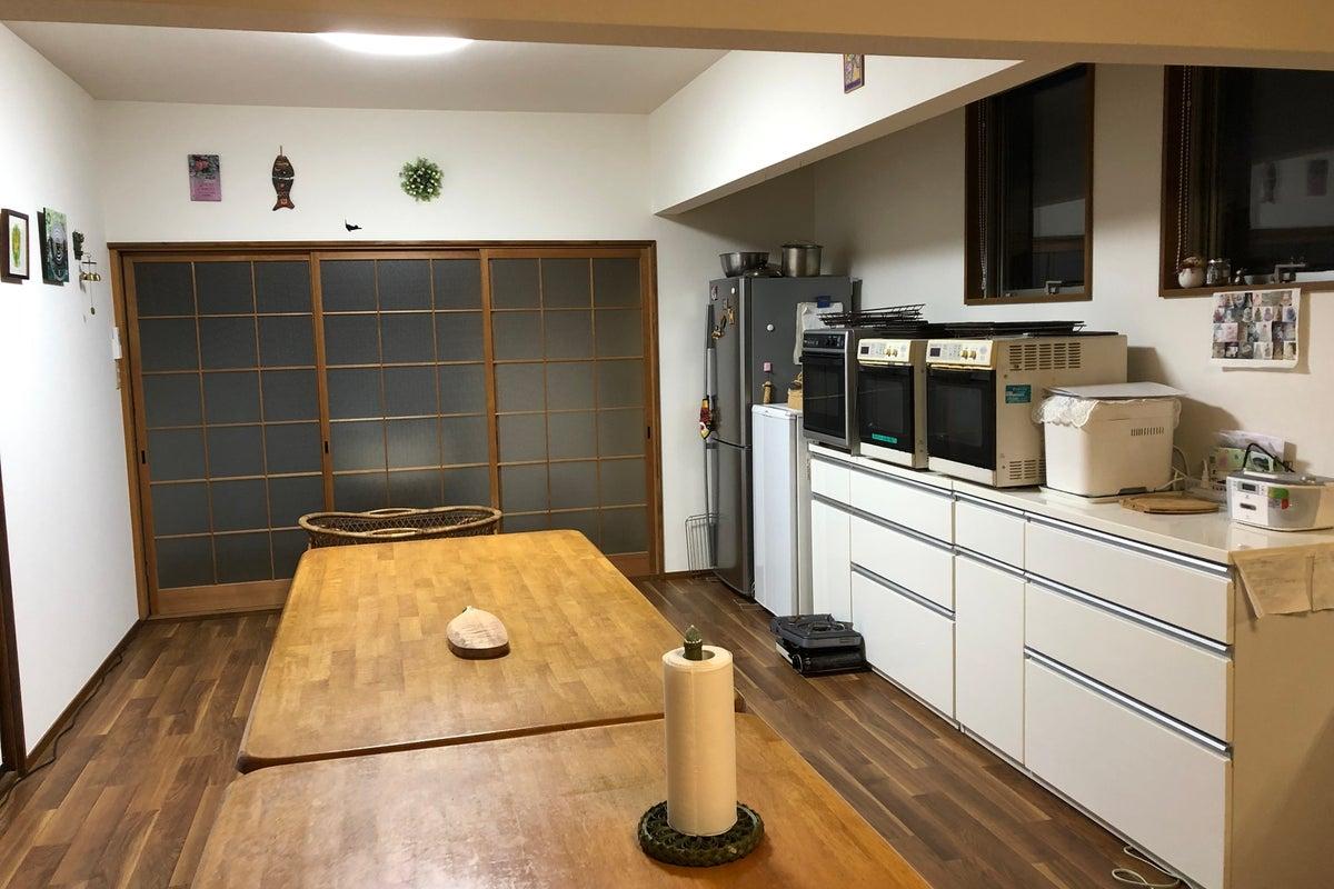 広々キッチン付きでお料理とおしゃべりを楽しもう! の写真